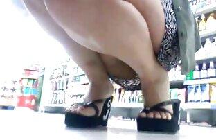 მან გეი პირში აღება ვიდეო ფარულად წაიყვანა ფეხები გარეთ ქალის შორტები მატარებლით